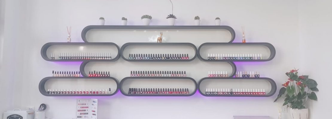 Momo Nails